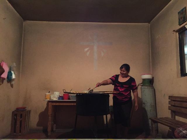 una cocina con cruz
